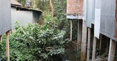 ফুলবাড়ীয়ায় নদী দখল করে স্থাপনা নির্মাণে মহোৎসব